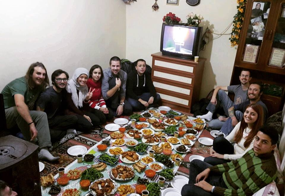 Would you like to volunteer on the frontline of the humanitarian crisis giving back? Would you like the chance of a life-changing experience? Would you like to make new friendships and unbeatable memories? ReVI volunteers enjoying a weekly dinner with a Syrian refugee family